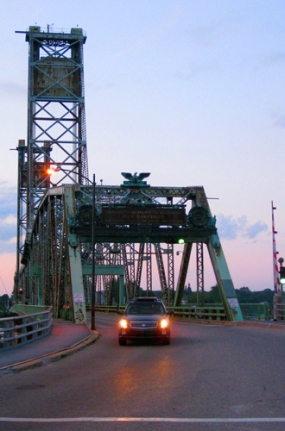 Click photo for post on 2009 Endangered List's Memorial Bridge